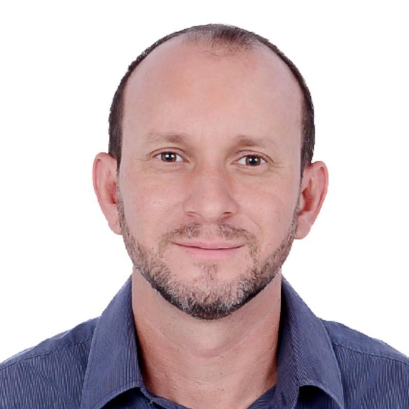 Ademilton Oliveira